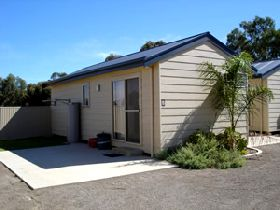Moonta Bay Cabins - Port Augusta Accommodation