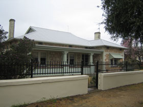 Naracoorte Cottages - MacDonnell House - Port Augusta Accommodation