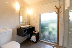 Blackwattle Luxury Retreats - Port Augusta Accommodation