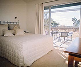 Tinnies At Back Creek Vineyard - Port Augusta Accommodation