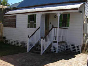 A Pine Cottage - Port Augusta Accommodation