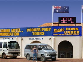 Radeka Downunder Underground Motel and Backpacker Inn - Port Augusta Accommodation