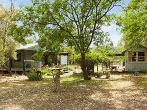 Red Tractor Retreat - Port Augusta Accommodation
