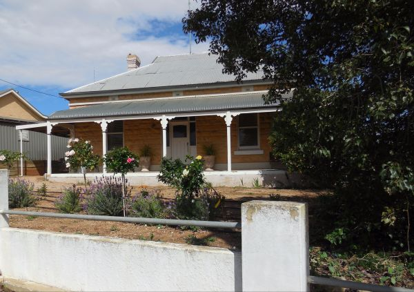 Book Keepers Cottage Waikerie - Port Augusta Accommodation