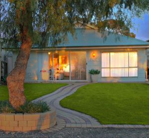 17 QED Lakehouse - Port Augusta Accommodation