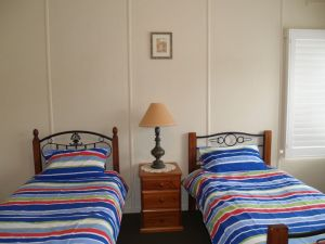 Walsh Cottage - Port Augusta Accommodation