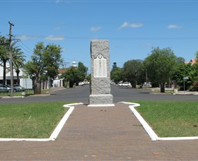 War Memorial and Heroes Avenue Roma - Port Augusta Accommodation