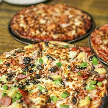 The cave wood fired pizza bar - Port Augusta Accommodation