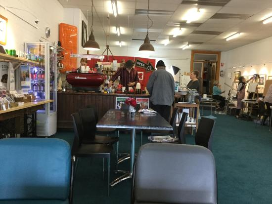 The Crowded Lounge - Port Augusta Accommodation