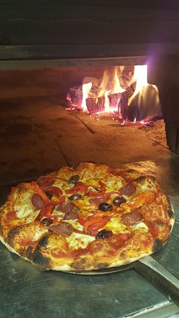 Capitani's Wood Fired Pizzeria - Port Augusta Accommodation