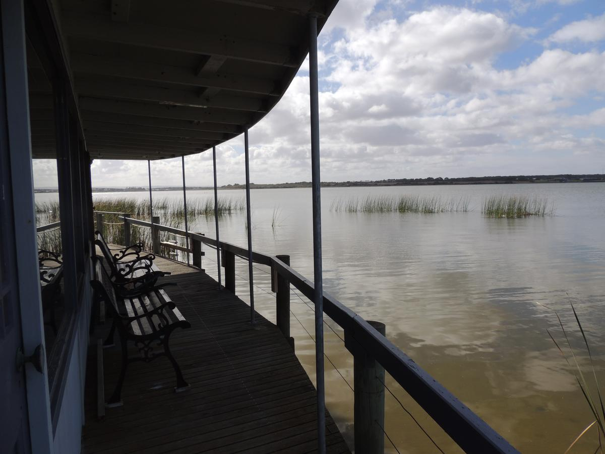 PS Federal Retreat Paddle Steamer Goolwa - Port Augusta Accommodation