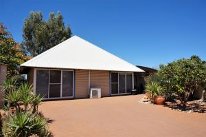 Osprey Holiday Village Unit 110 - Wake up to the birds in your 4 poster bed with a view - Port Augusta Accommodation