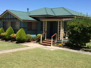 FROGGIES HOLIDAY HOUSE - Port Augusta Accommodation
