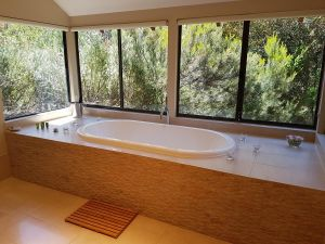 Jarrah Grove Forest Retreat - Port Augusta Accommodation