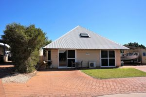Osprey Holiday Village Unit 103/1 Bed - Perfect short stay apartment with King size bed - Port Augusta Accommodation