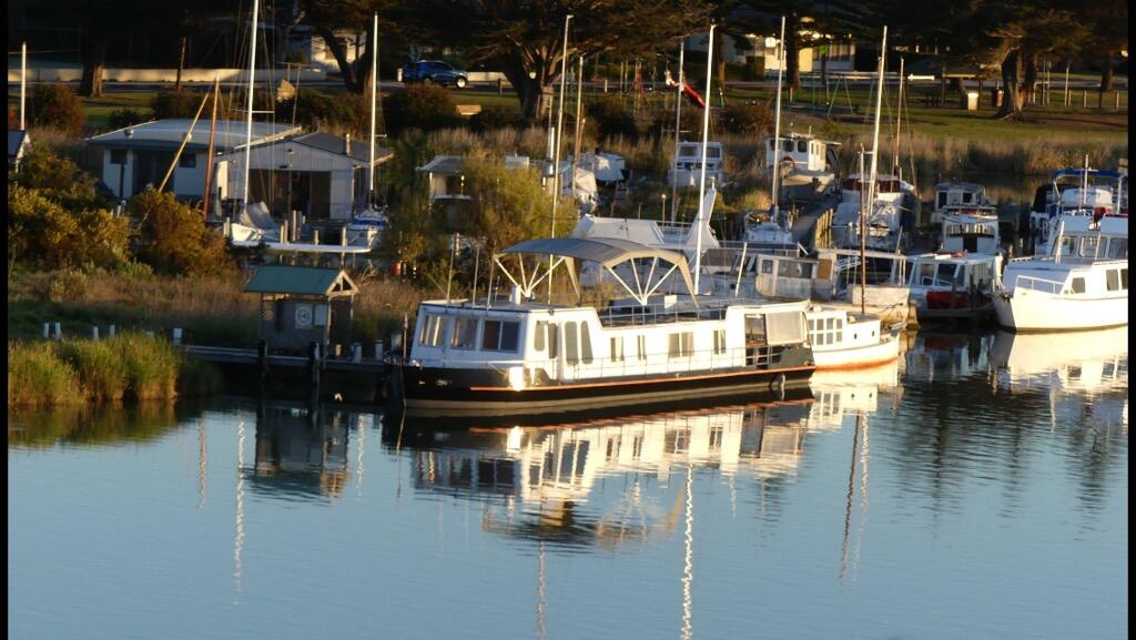 Swamp Fox luxury 2BR Dutch Barge - Port Augusta Accommodation